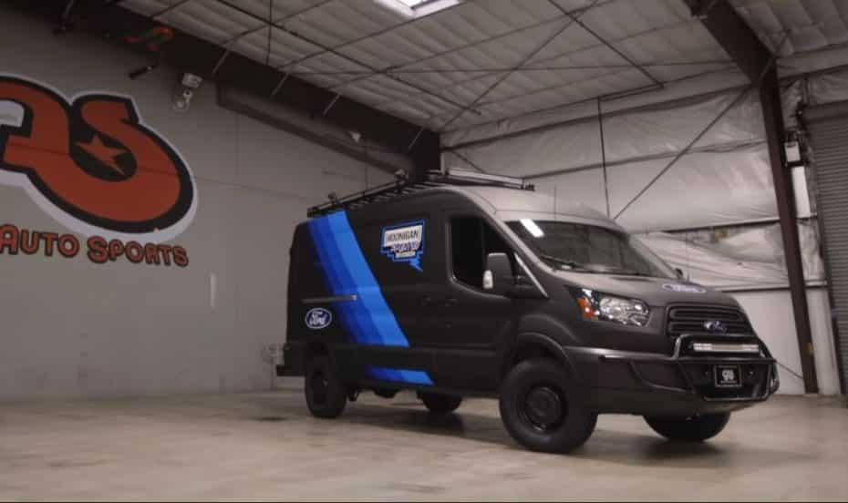 Ken Block no se conforma con el Ford EscortCosworth: Dos salvajes Transit biturbo de 310 CV le prestan apoyo