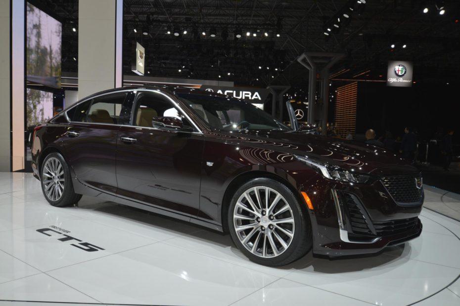 El Cadillac CT5 es realmente atractivo en directo, pero de berlina «compacta» no tiene nada