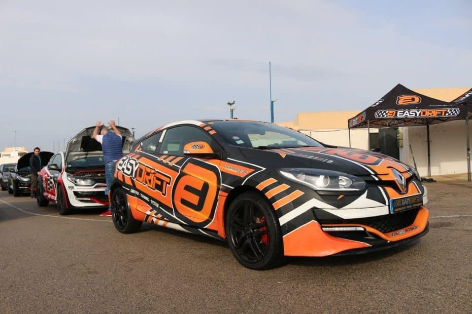 8 Renault Mégane RS «bailan» en el circuito de Calafat gracias a EASYDRIFT