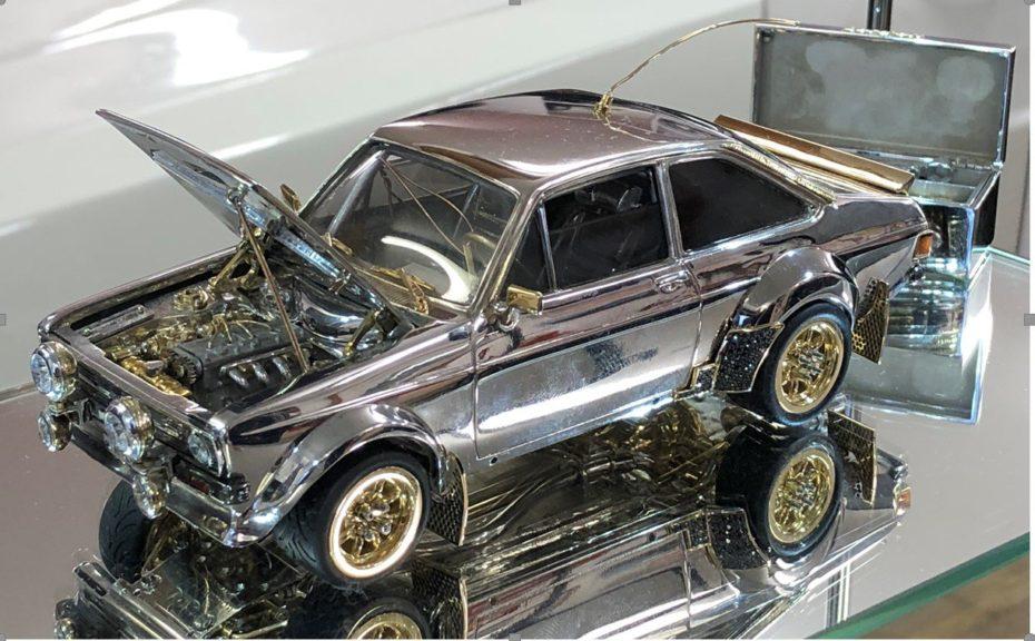 Este FordEscort RS MK2 a escala cuesta más de 100.000€, pero rápidamente vas a entender porqué
