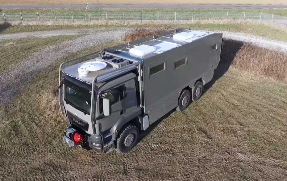 Este MAN TGS 6×6 parece un camión del Ejército, pero es una lujosa camper para instalarte en el fin del mundo
