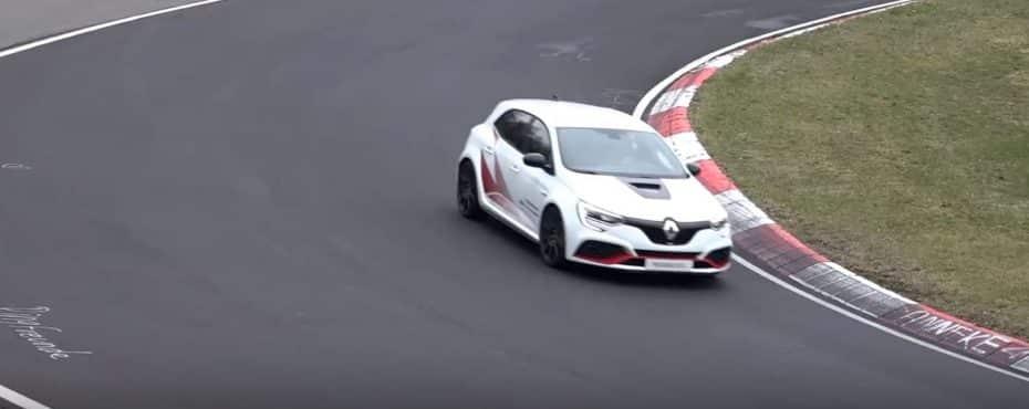 ¡Cazado!: ¿Será el nuevo Renault Megane TROPHY-R un nuevo coche de récord?