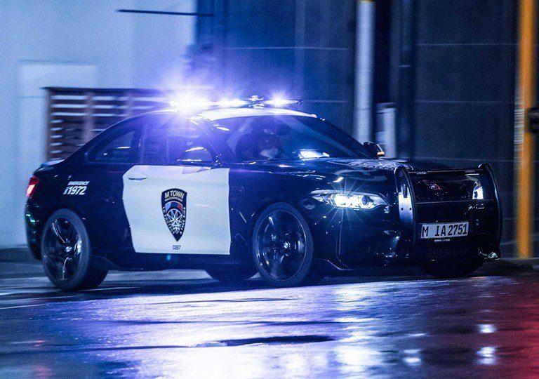 El uniforme de policía no le sienta nada mal al BMW M2 Coupé…