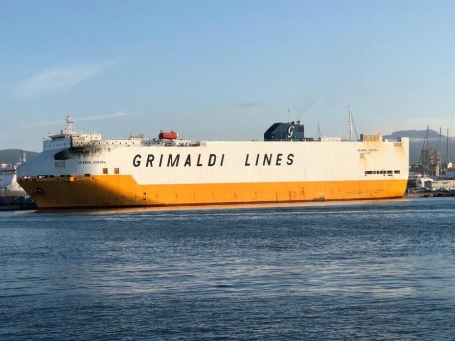 Se incendia otro barco de Grimaldi cargado con más de 1.800 coches, esta vez junto a Mallorca
