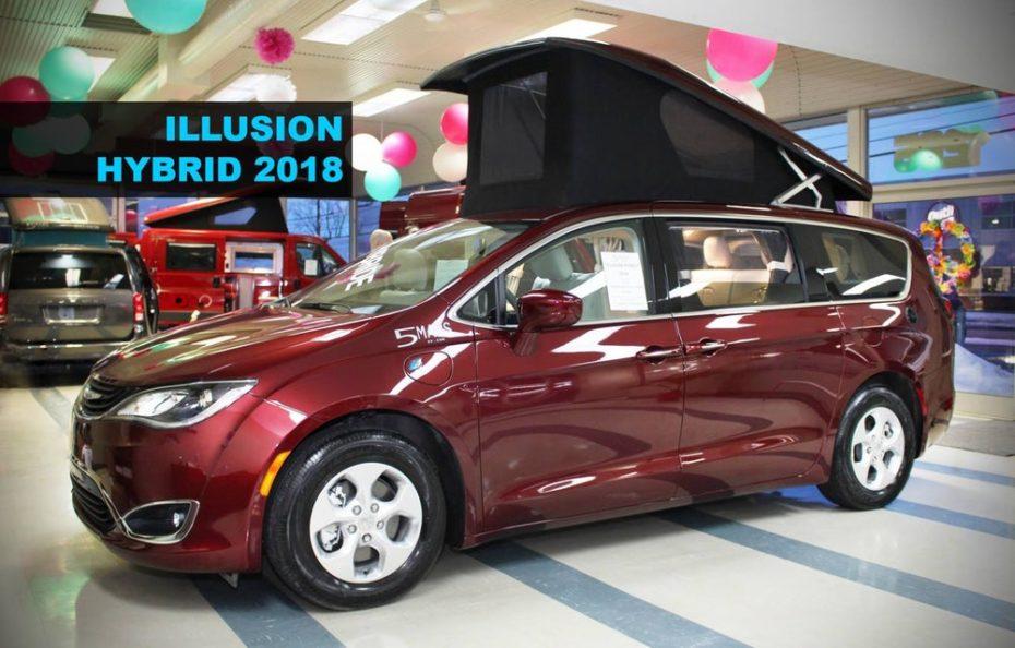 Este Chrysler Pacifica Hybrid 2019 es una polivalente camper que tiene incluso cocina