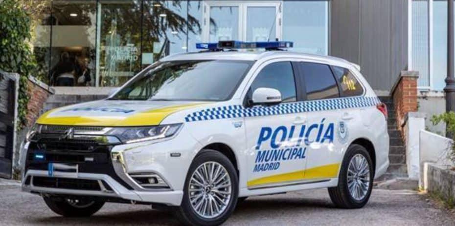 La Policía Municipal de Madrid cree que el Outlander PHEV es el coche perfecto para la policía: ¿Tú qué opinas?
