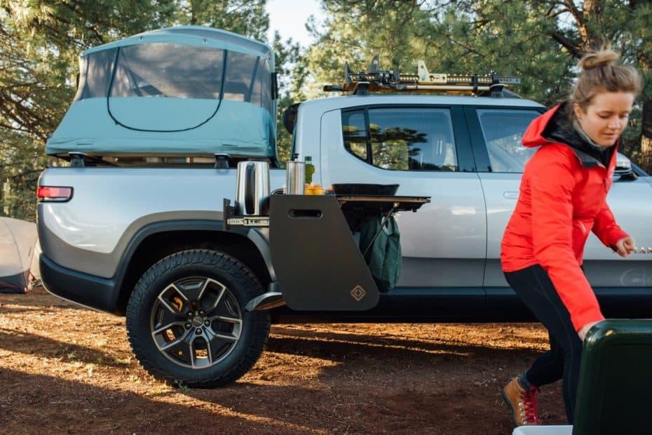 Es eléctrica, camper y tiene cocina integrada: La pick up Rivian R1T tiene cada vez mejor pinta