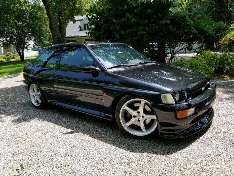 ¡Joya a la venta! Este Ford Escort RS Cosworth de 1995 busca nuevo hogar