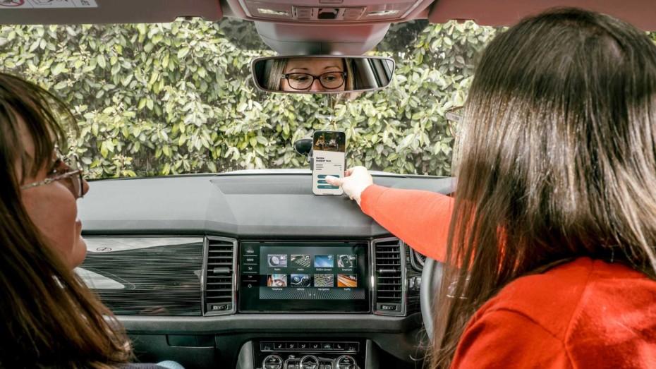 ¿Cansado de hacer de taxista de tus hijos y sus amigos? Škoda te propone «cobrarles» por trayecto