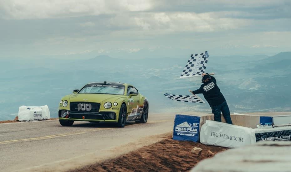 El Bentley Continental GT se corona como el vehículo de producción más rápido de Pikes Peak