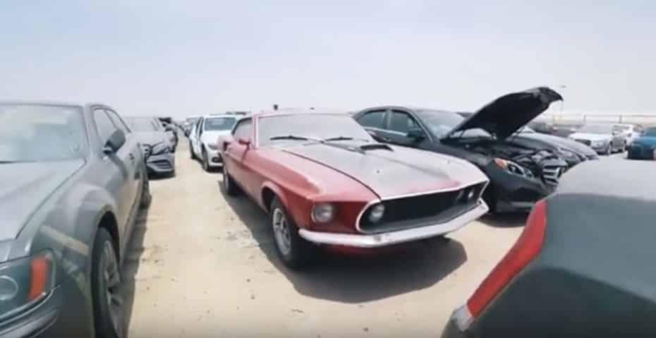Una empresa busca a un «cazador» de coches exóticos abandonados… ¡atento a la oferta!
