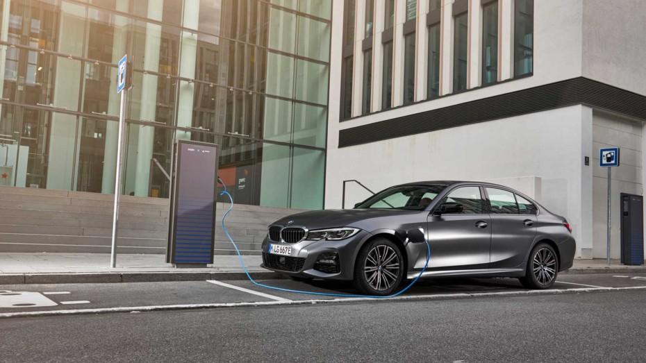 BMW 330e 2020: Llega el híbrido-enchufable con 252 CV y función XtraBoost