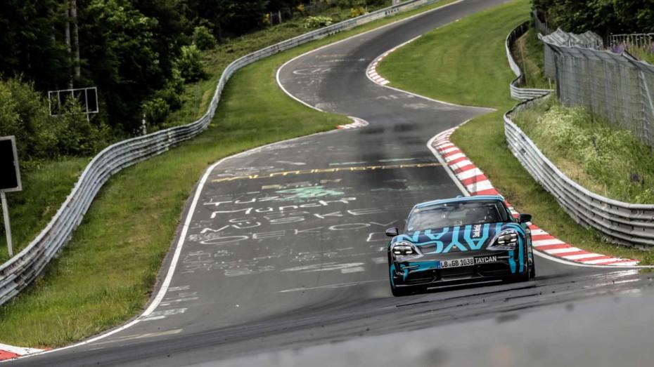 El Porsche Taycan ya ha batido su primer récord en Nürburgring: Tiempazo para un eléctrico