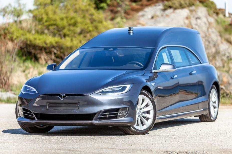El viaje al camposanto ahora también cero emisiones con este Tesla Model S convertido en coche fúnebre