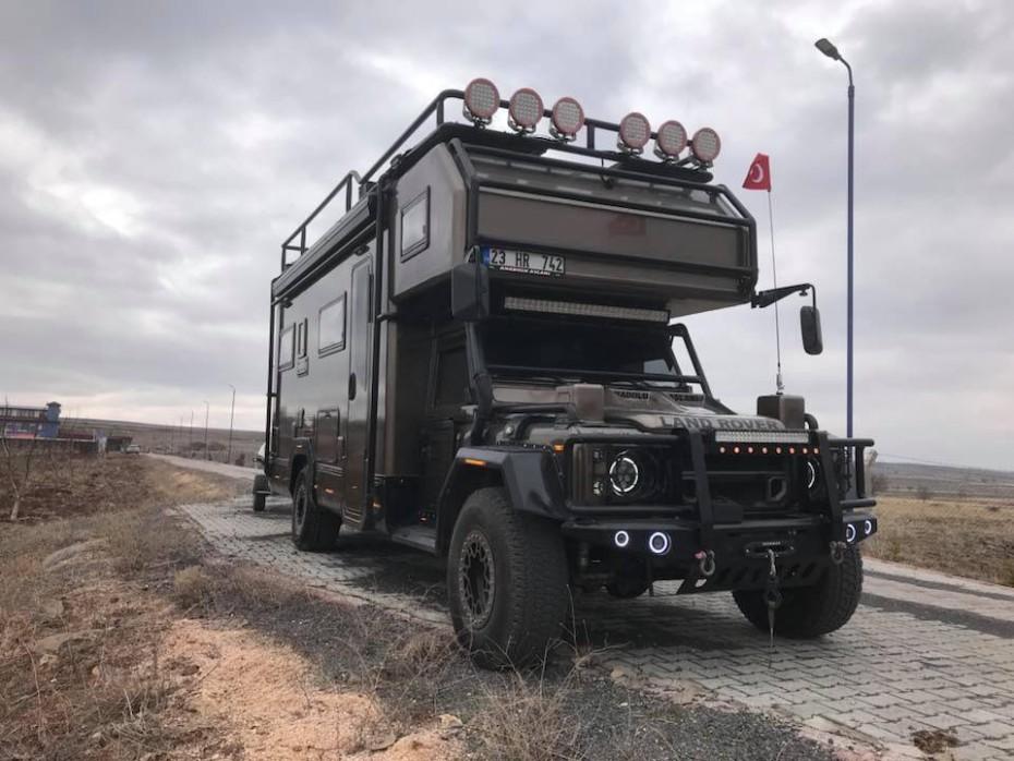 Esta camperización del Land Rover Defender probablemente sea una de las mejores que has visto