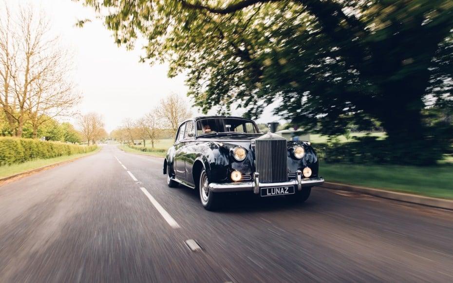 Esta compañía británica electrifica clásicos del automovilismo: Preservar el pasado abrazando el futuro