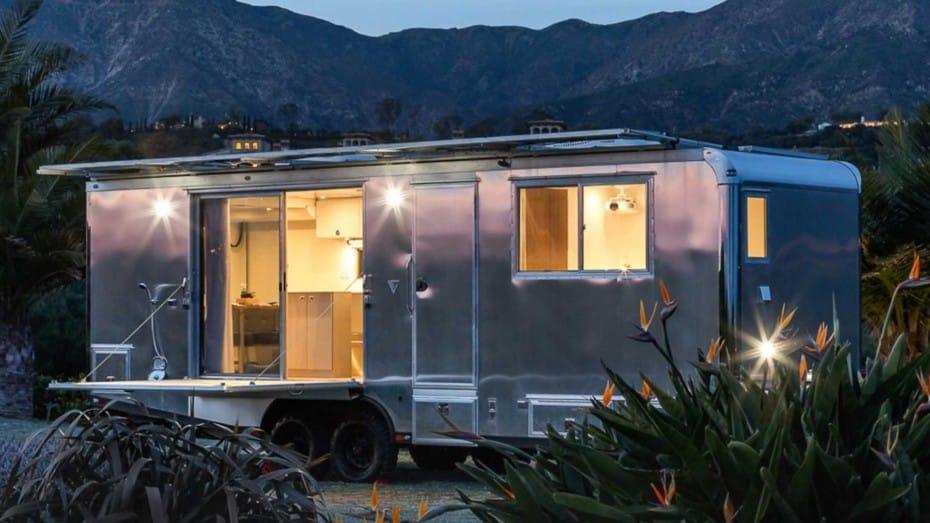 Hay caravanas y caravanas, luego está el «loft» de Living Vehicle que tiene hasta terraza