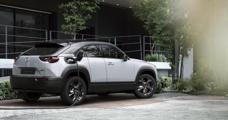 Mazda MX-30: El primer EV de la compañía tiene un atractivo diseño y una autonomía escasa