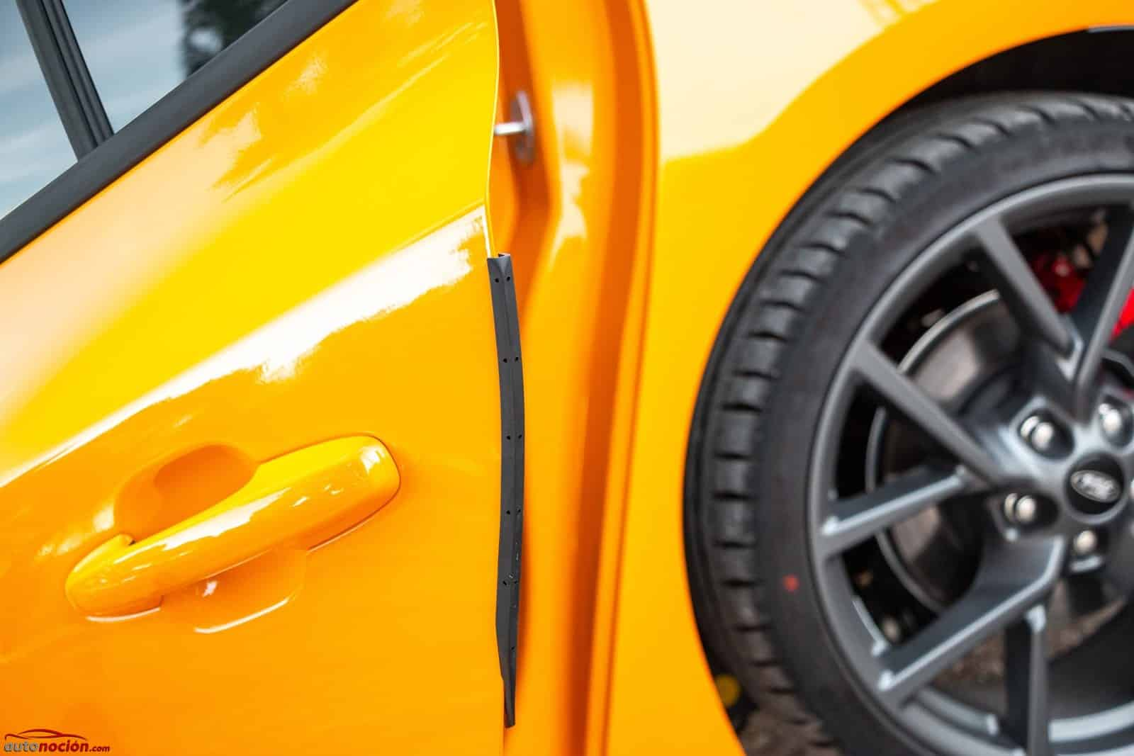 Es fácil reparar los arañazos del coche con productos específicos si estos no son muy profundos