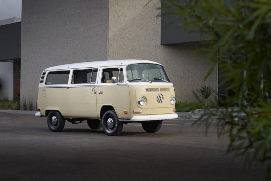 ¿Qué te parece esta VW T2 de 1972 electrificada?: ¿Es el futuro de los clásico o un sacrilegio?