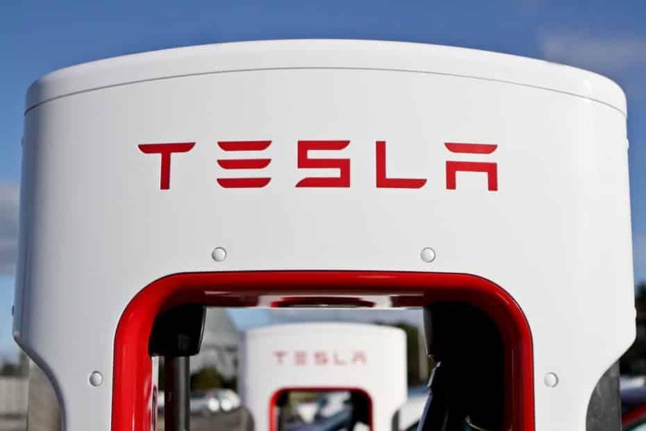 Tesla estrena los V3 Superchargers en Europa: Ganar 120 km cada 5 minutos de carga es posible