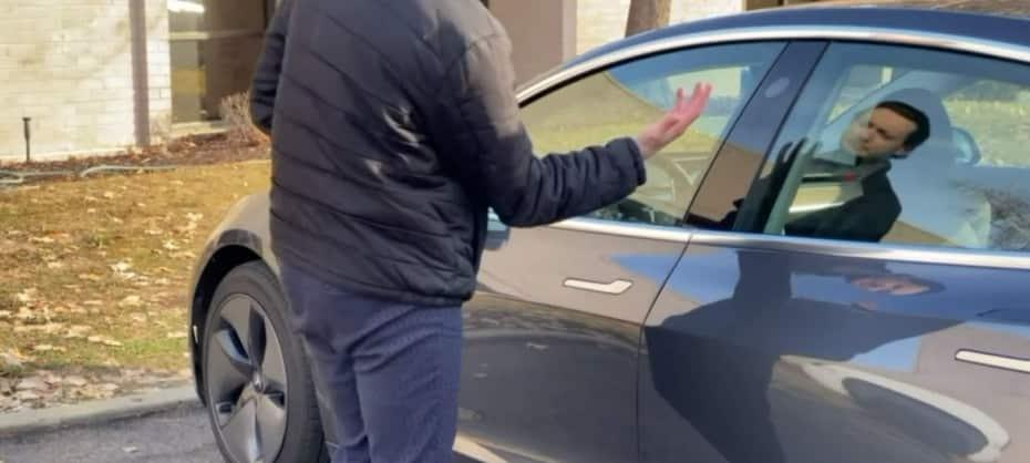 ¿Serías capaz de hacer esto para abrir tu coche?: Parece sacado de Black Mirror…