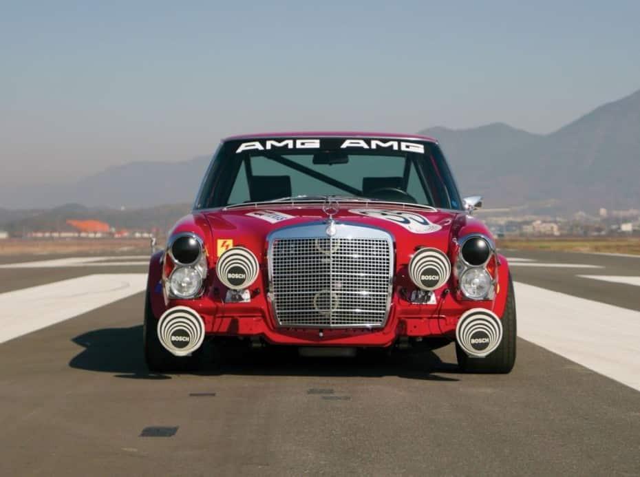 Puedes hacerte con esta unidad del Mercedes-Benz 300 SEL 'Red Pig': ¡Impecable y con 800 km!