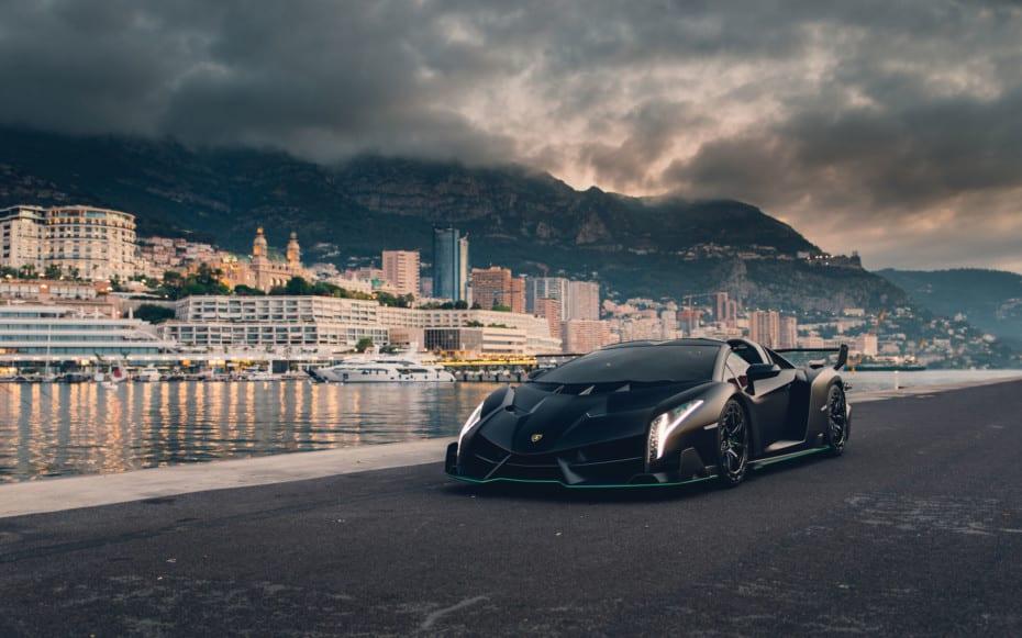 Este Lamborghini Veneno Roadster en negro satinado podría alcanzar una cifra récord en subasta