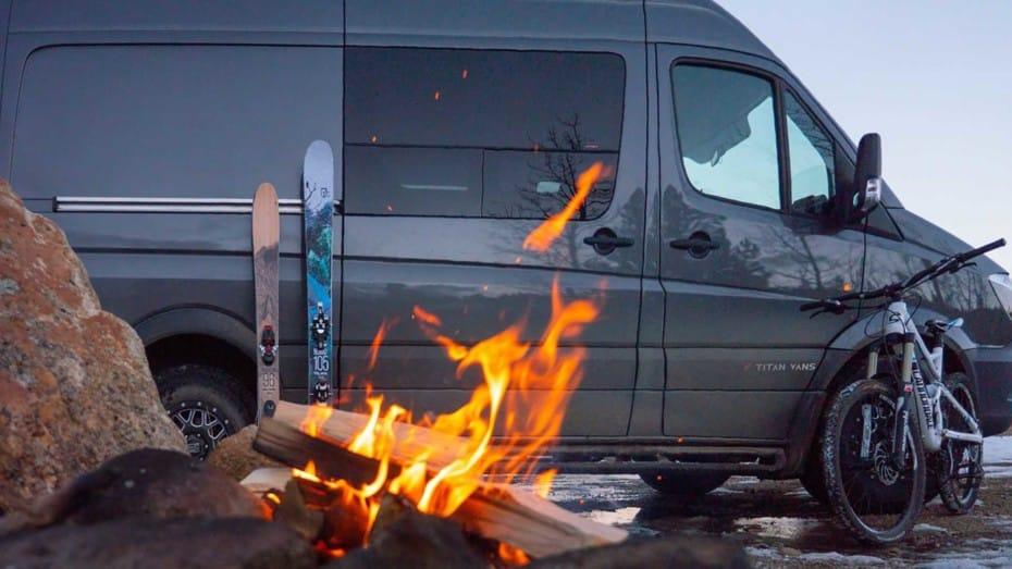 Esta propuesta camper de Titan Vans es ideal para los amantes de los deportes de aventura