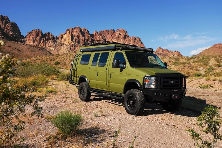 Así es el Ford Econoline Camper 4×4: De furgón mítico a autocaravana extremadamente capaz