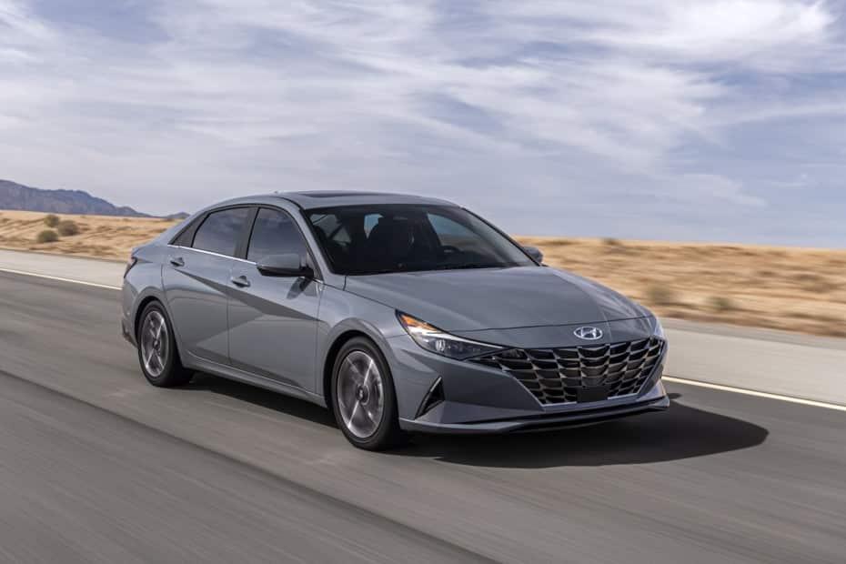 Nuevas imágenes del Hyundai Elantra Hybrid 2020: atractivo y ahorrador