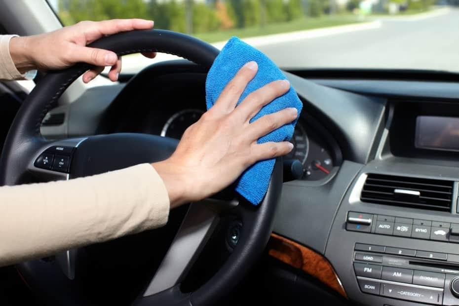 Cómo limpiar el interior del coche para desinfectarlo de coronavirus y gérmenes