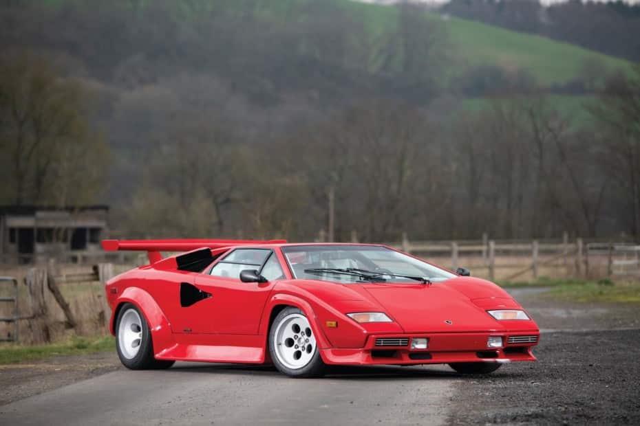 Este Lamborghini Countach LP500 S busca nuevo conductor y ojo, tiene poco más de 14.000 km