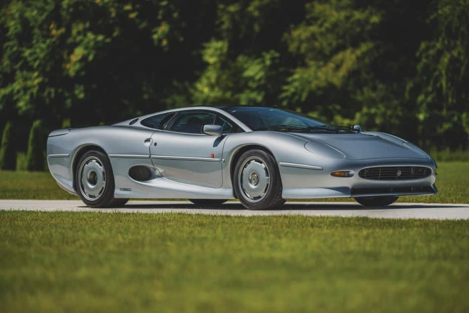 Este Jaguar XJ220 busca nuevo hogar y ojo, solo tiene 6.822 km: Más rápido que un F40 o un Diablo