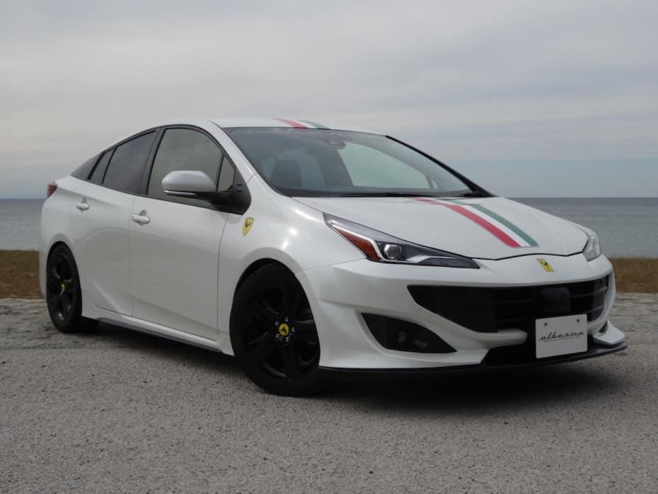 Ahora puedes «convertir» el Toyota Prius en un Ferrari FF: ¿Qué te parece el resultado?