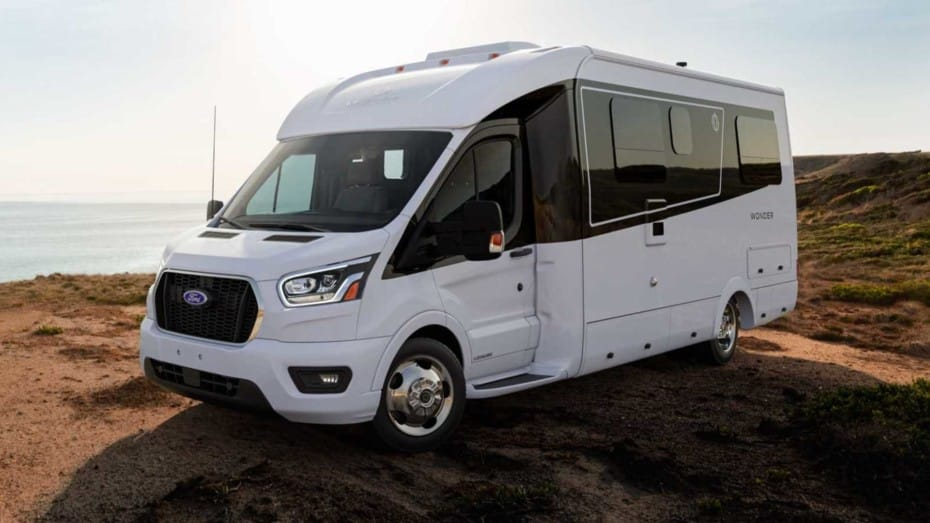 Este Ford Transit es el apartamento definitivo para disfrutar de unas vacaciones en la costa
