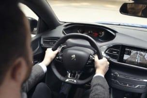 La crisis de los chips semiconductores obliga a Peugeot a evitar el cuadro de instrumentos digital
