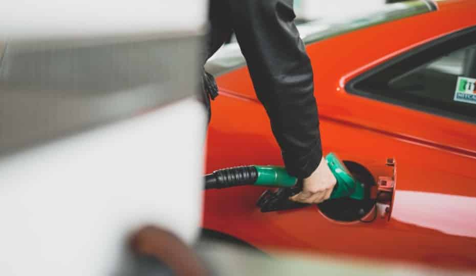 La gasolina E10 puede acabar con tu coche y te explicamos los motivos
