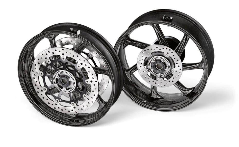 La BMW S 1000 RR recibe unas nuevas llantas de fibra de carbono: ¿Demasiado para sólo ahorrar 1,7 kg?