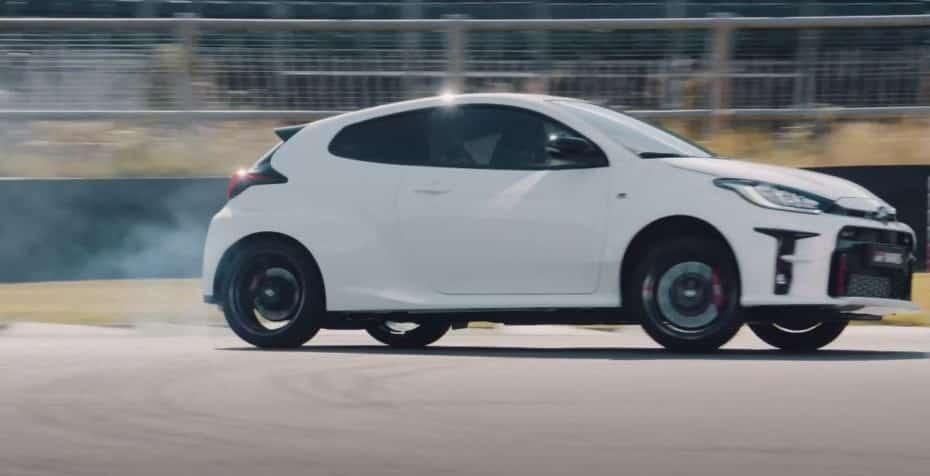 El Toyota GR Yaris quema rueda y calienta el asfalto de Goodwood: 261 CV y tracción GR-FOUR
