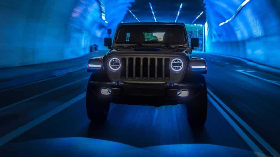 ¡Oficial! Jeep Wrangler 4xe: todoterreno puro y ahora, urbanita «eco» enchufable