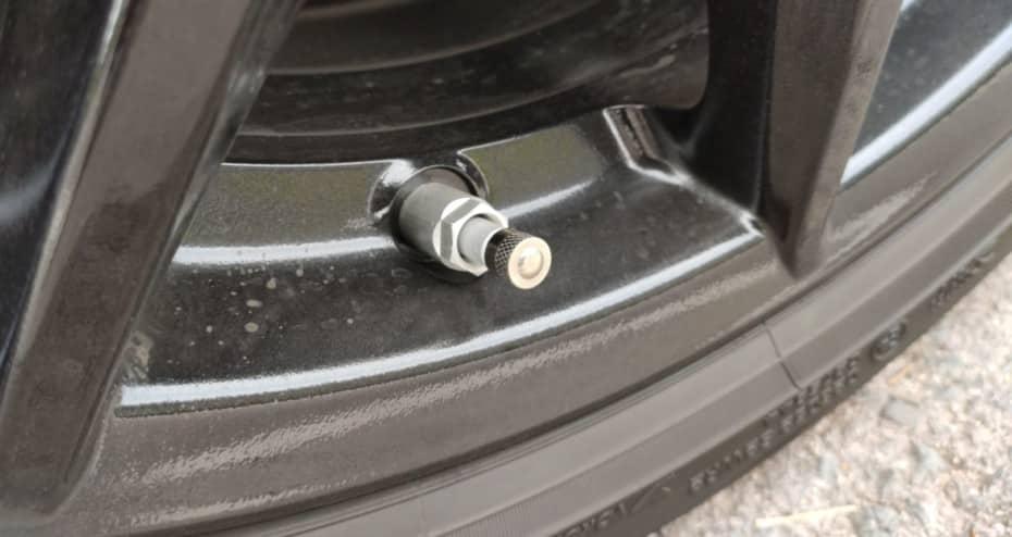 ¿Por qué desaparecieron los tapones metálicos de las ruedas?