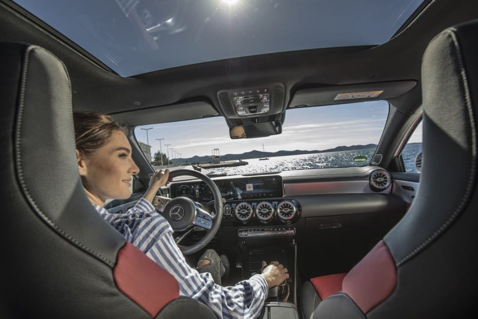 Mercedes-Benz, líder de vehículos premium en 2020: se cuela en el Top 10 de ventas