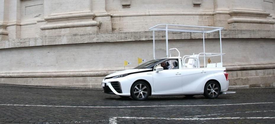 El Papa se pasa al hidrógeno: El Toyota Mirai se convierte en el nuevo Papamóvil