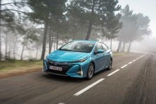El Toyota Prius se va y llega el Toyota Prius Plug-in con un techo lleno de paneles solares