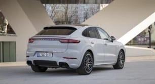 Los Porsche Cayenne E-Hybrid ahora con más autonomía en modo eléctrico: sigue siendo algo justa...