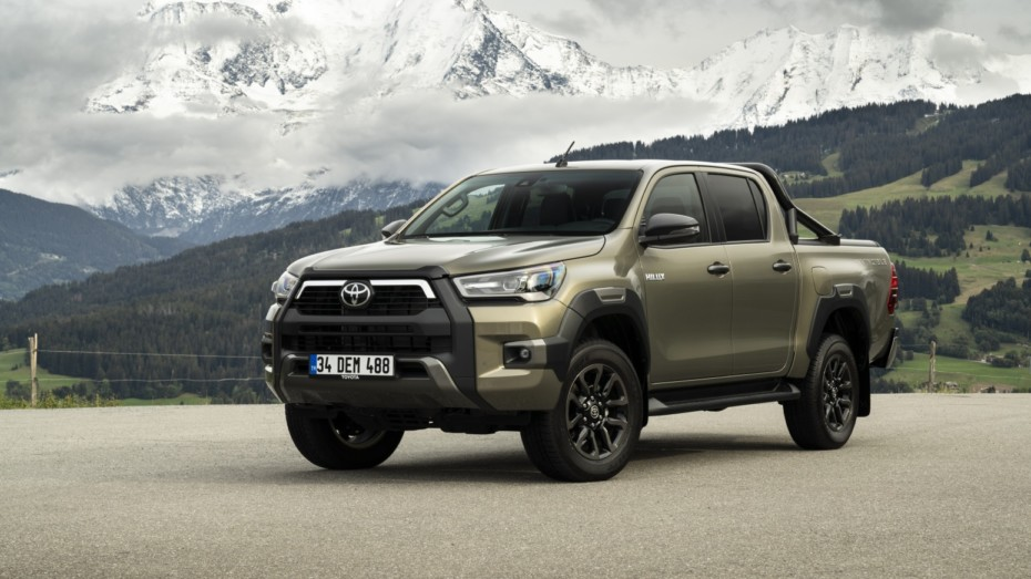 Como su nombre indica, by Toyota — Hilux INVINCIBLE