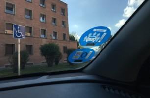 ¿Sabes qué significa el nuevo distintivo ambiental de la DGT? Solo para vehículos muy específicos