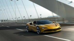 ¡Oficial! Así es el Ferrari SF90 Spider: El híbrido enchufable ahora a cielo abierto