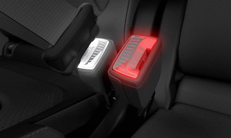 Hebillas del cinturón de seguridad iluminadas: Una genial idea que podría llegar de la mano de Škoda